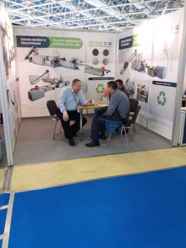 purui platsics recycling machine in russian fair 2.jpg